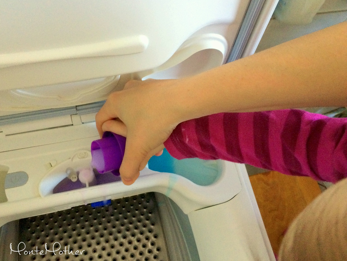 pranie montessori washing clothes