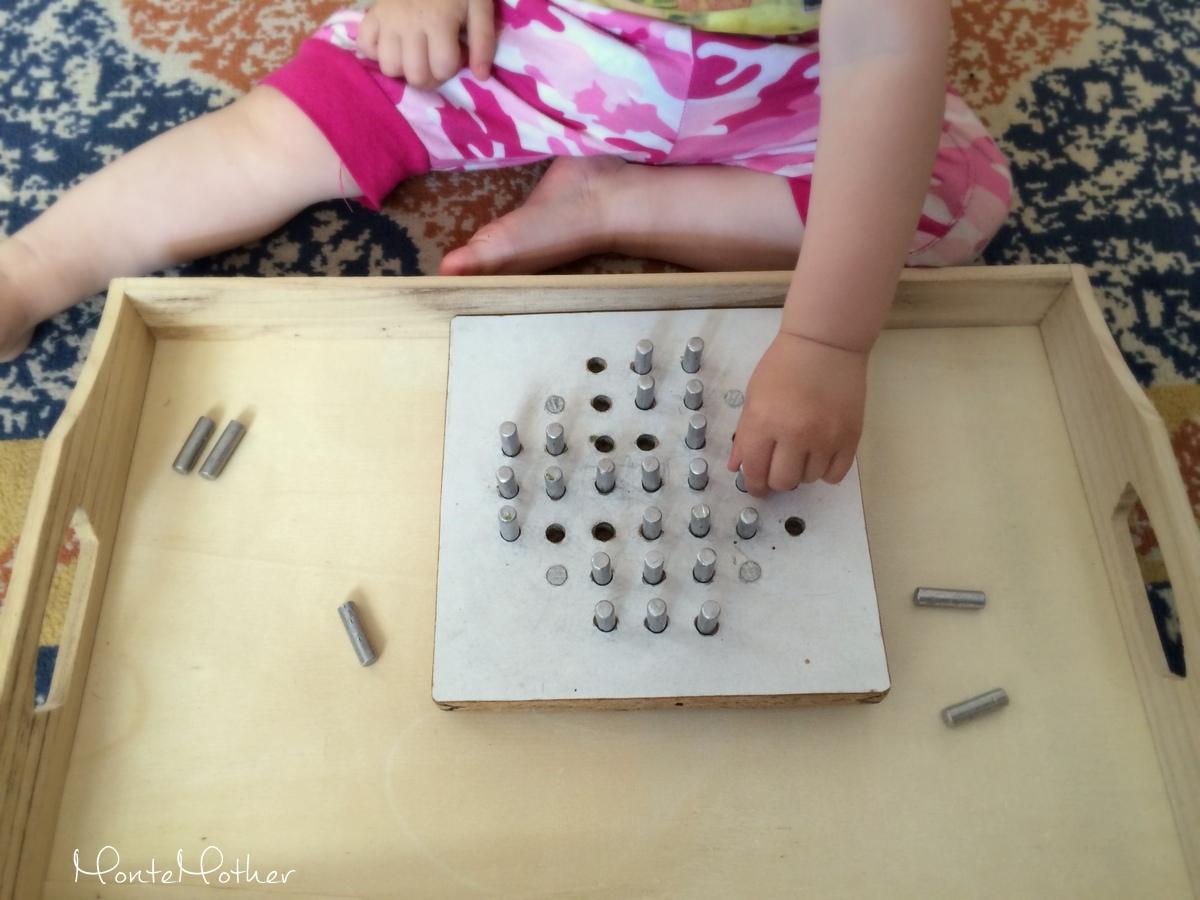 Montessori zastrkovanie a navliekanie - mlyn