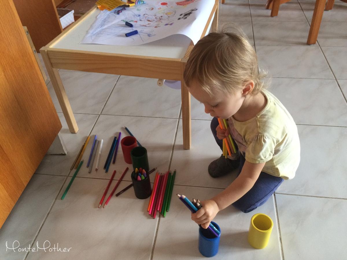 triedenie farieb s pastelkami