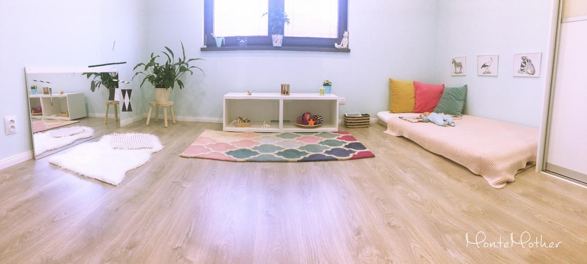 eb36af13e6c2 S očakávaním nového člena rodiny sme zariaďovali druhú detskú izbu. Ako  inak – podľa Montessori princípov. Novorodencovi v podstate stačí toho  veľmi málo.